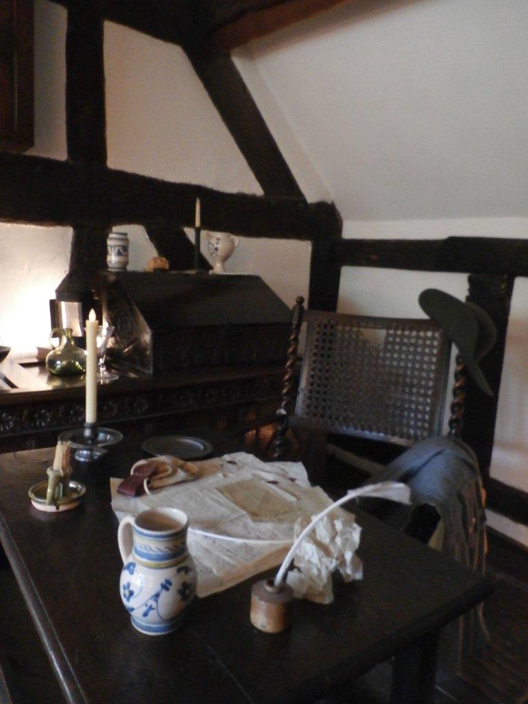 Anne Hathaway Cottage Desk