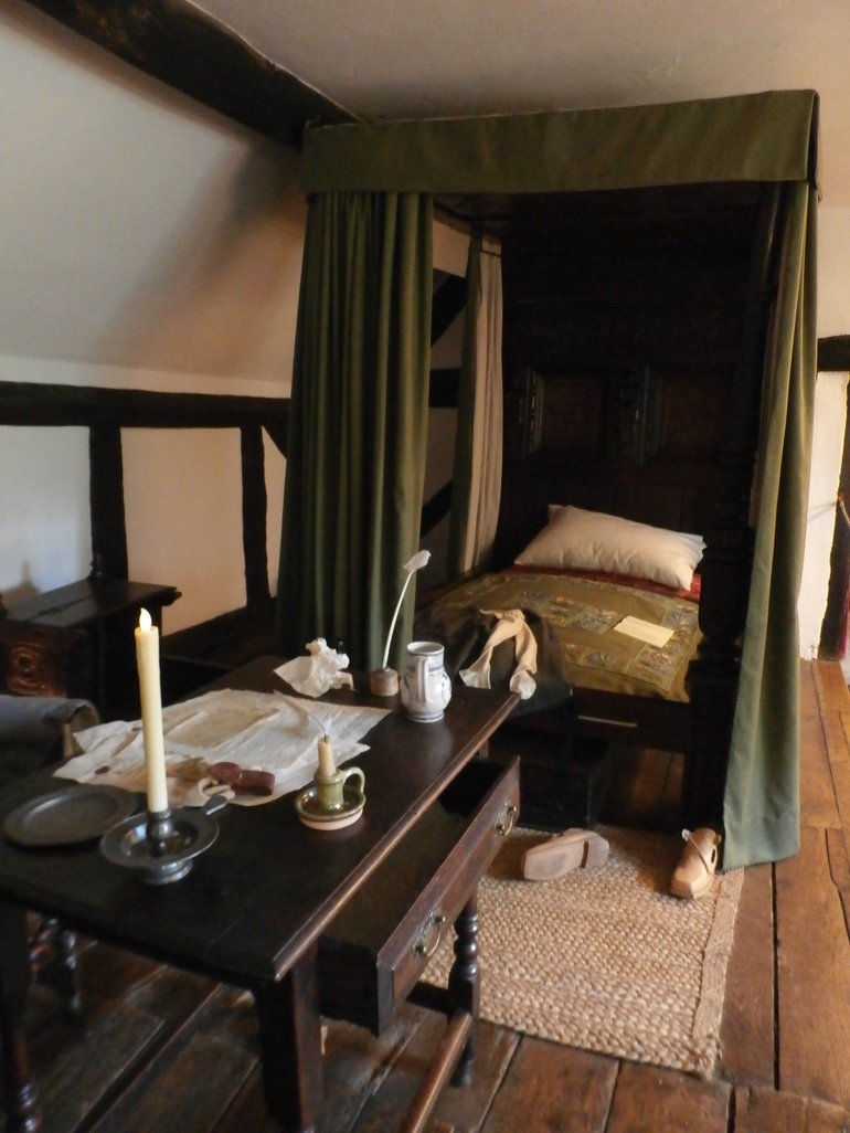 Anne Hathaway Cottage Bed