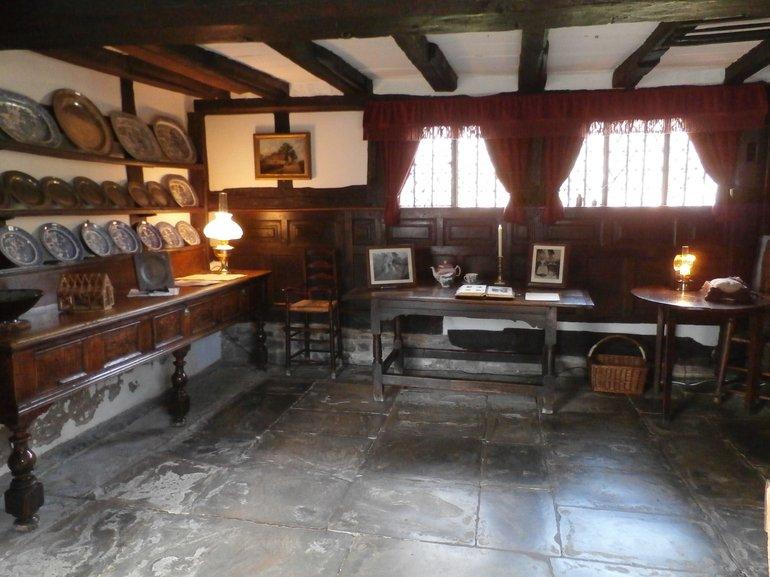 Anne Hathaway Cottage Room