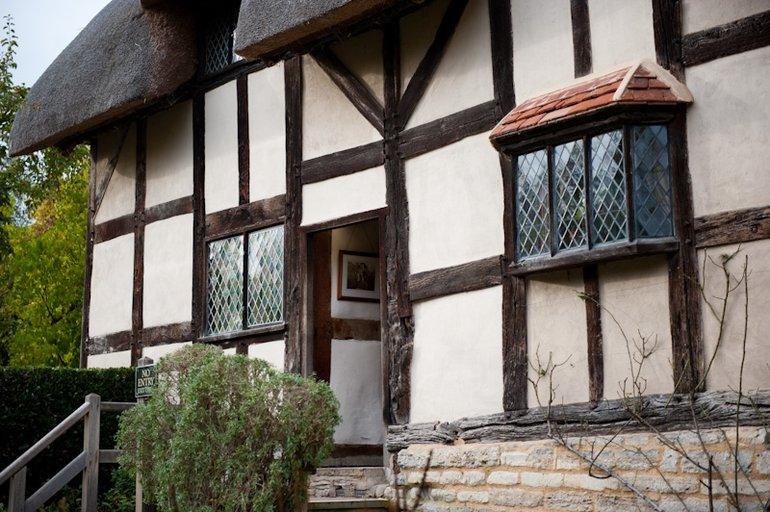 Windows in need of repair at Anne Hathaway's Cottage