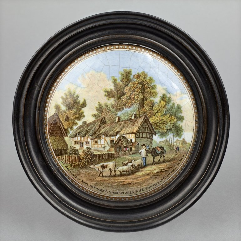 Prattware potlid showing cottage and cattle, mid to late 19th century