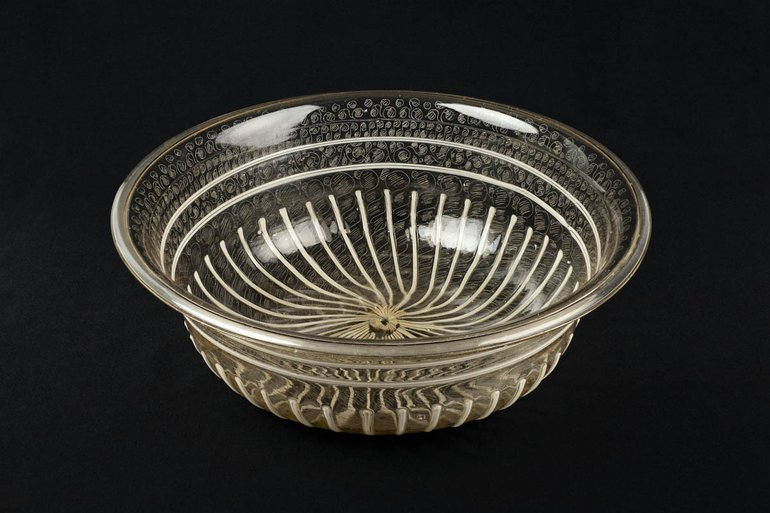 An Elizabethan crystal glass wine bowl with diamond point engraving.