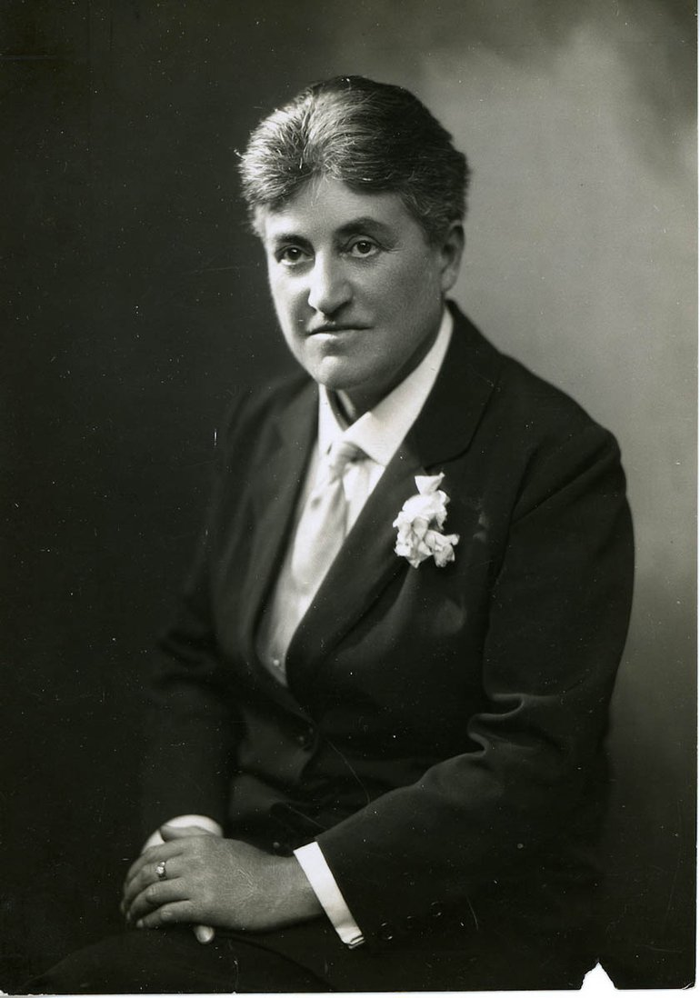Annie Justins as mayor of Stratford-upon-Avon