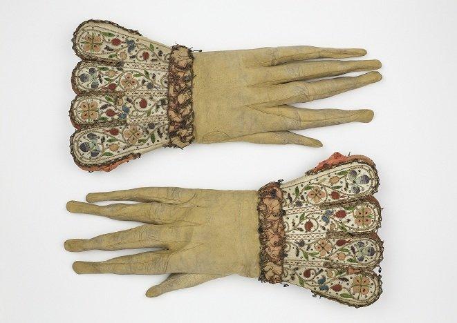 SBT 1992-2 17th C Men's KId Gloves