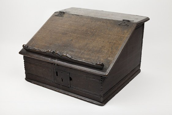SBT 1994-22 An early seventeenth century desk box, in the Shakespeare Birthplace Trust collections.