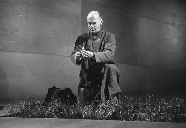 Des McAleer as Friar Lawrence in Romeo and Juliet, 2000. Photographer Malcolm Davies