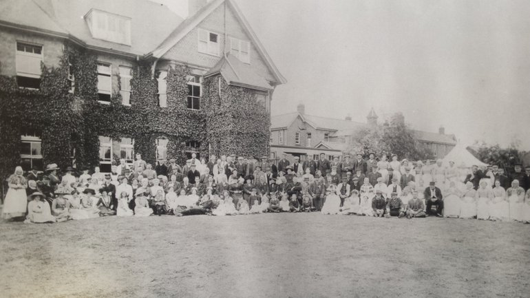 Workhouse residents and staff c. 1903