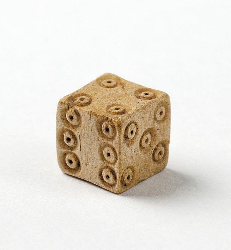 sbt-2010-3-bone-dice-new-place-456-enlarged.jpg