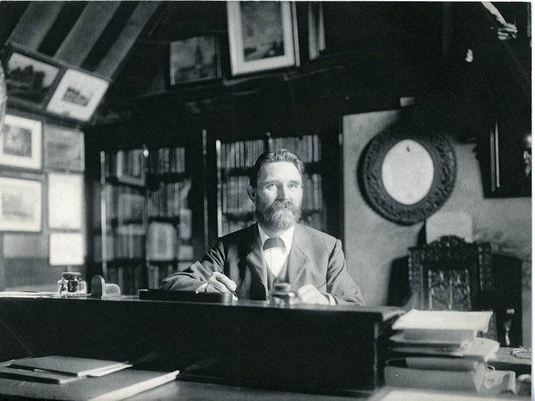 DR1069/12/5/11 Richard Savage with library collections in Shakespeare's Birthplace, c.1895