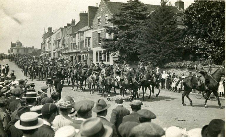 SC67/30 Yeomanry leaving Stratford
