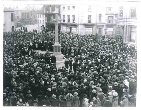 The unveiling of the War Memorial on Bridge Street, 1922